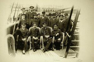 Группа офицеров и матросов на палубе яхты Форос;в центре (второй справа сидит) великий князь Александр Михайлович;крайний справа-офицер Зеленой