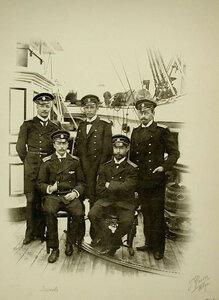 Группа морских офицеров на борту корабля;крайний слева сидит мичман Волков