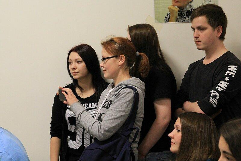 фанаты на автограф-сессии Louna в школе рока Rock Stars School в Кирове