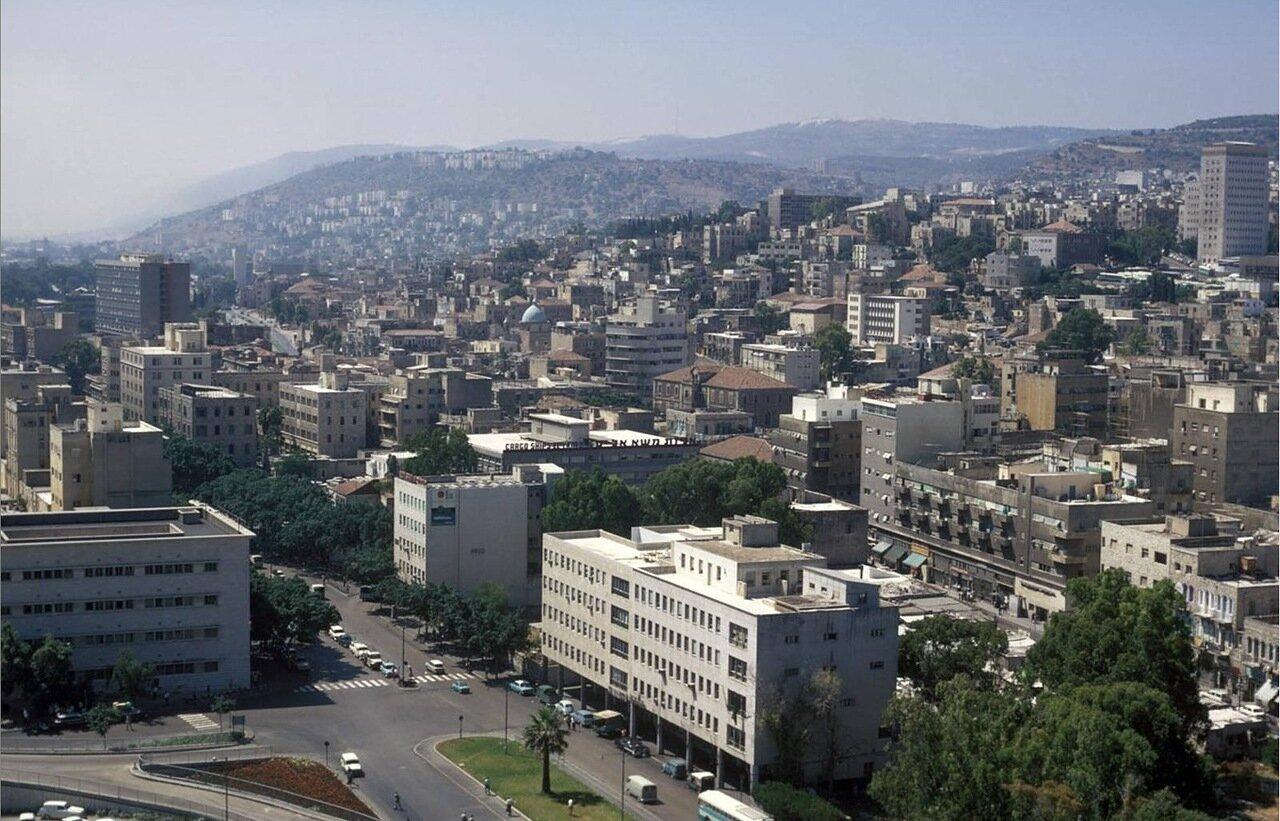 06. Вид Нижнего города, улицы Ацмаут и горы Кармель