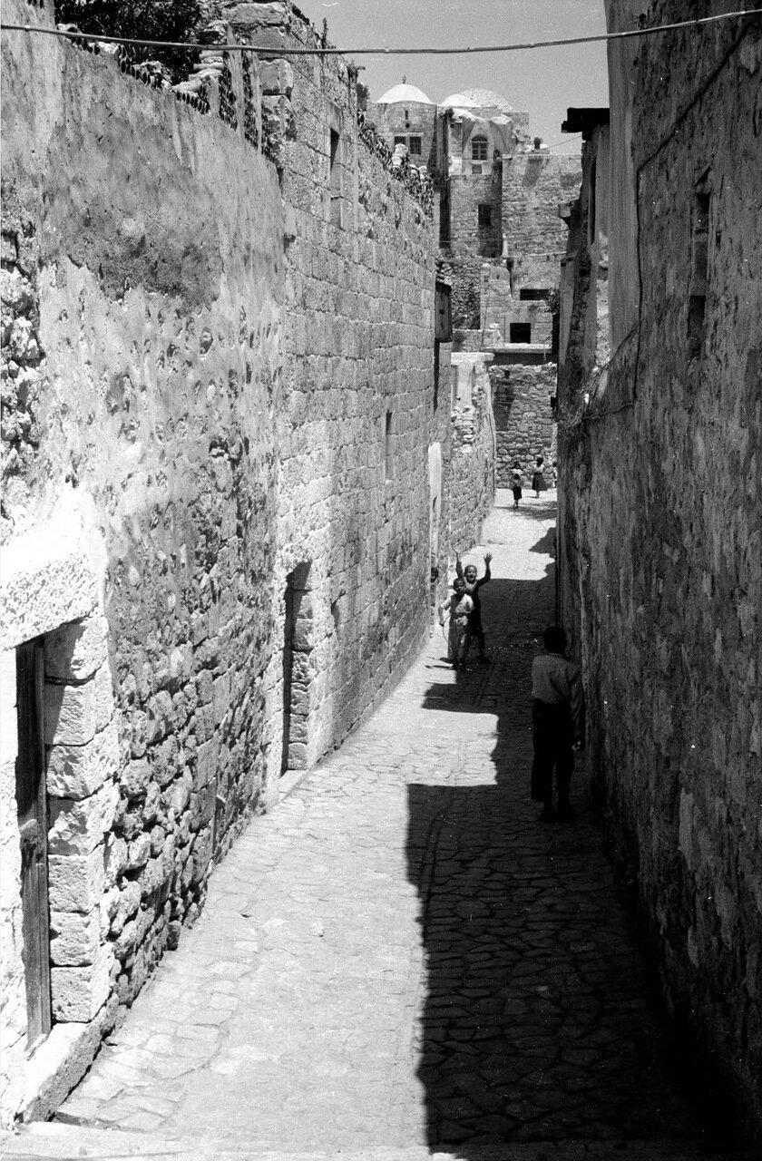 Узкий переулок в Старом городе