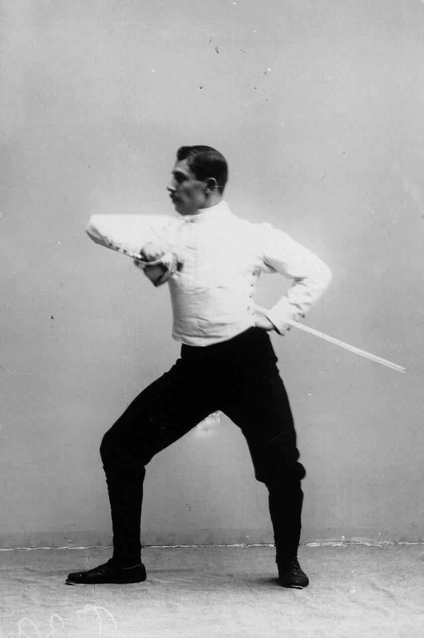 25. Удар, имеющий целью выбить шпагу из рук противника