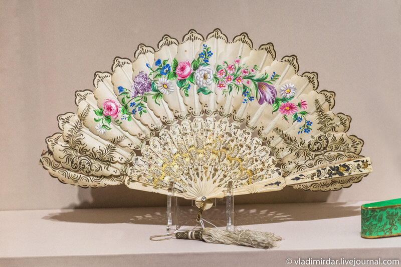 Веер «Гирлянда цветов». Австрия. 1860-е годы.