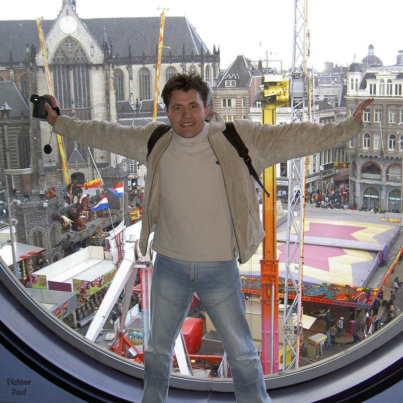 музей Мадам Тюссо. вот такой вид на Амстердам, на площадь Дам, открывается из окна музея !