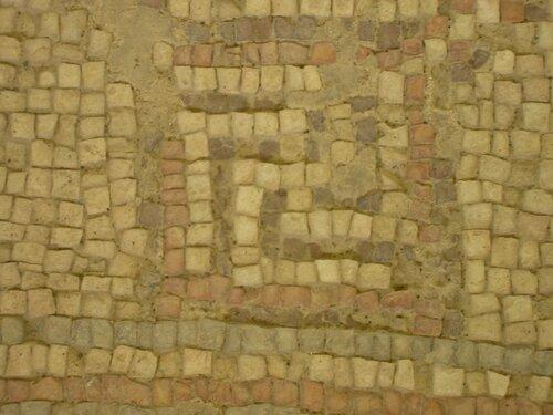 Свастика в древней синагоге Бейт-Альфа в Бейт Шеан