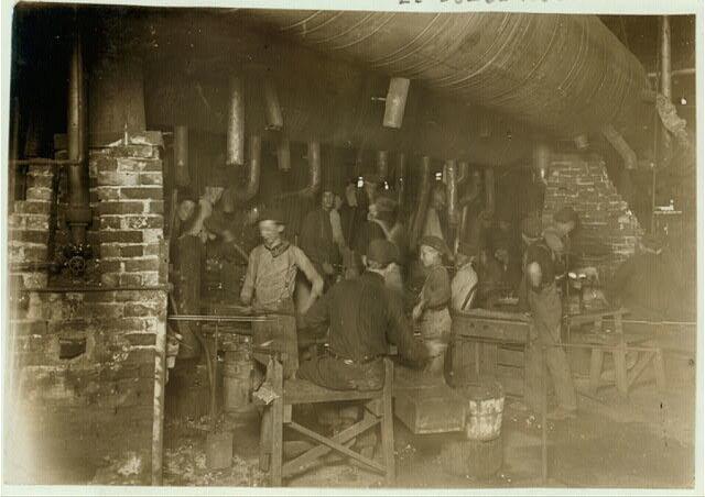 Мальчики на стекольном заводе в Идианаполисе, 1908