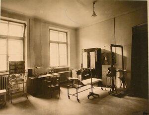 Общий вид рентгеновского кабинета Узловой железнодорожной больницы.