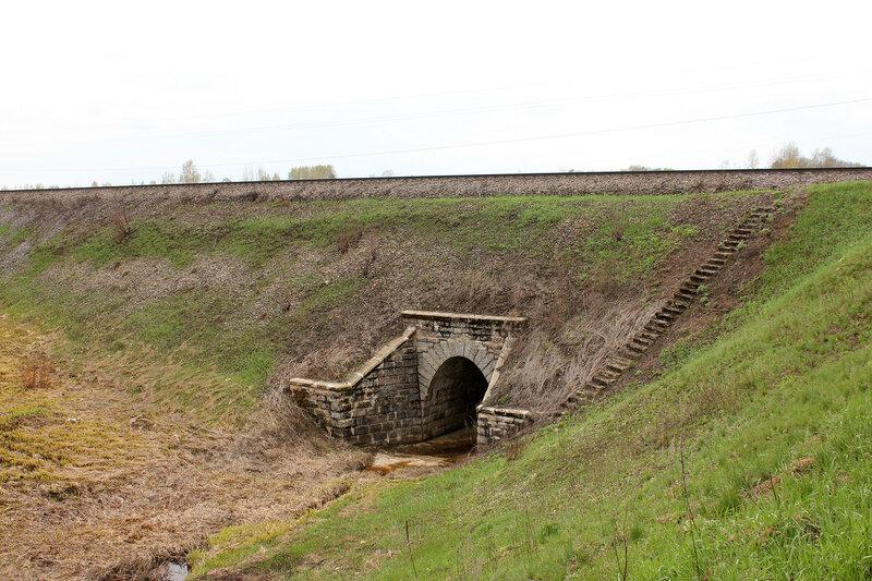 Антуражная водопропускная труба на перегоне Бартенево - Зубцов