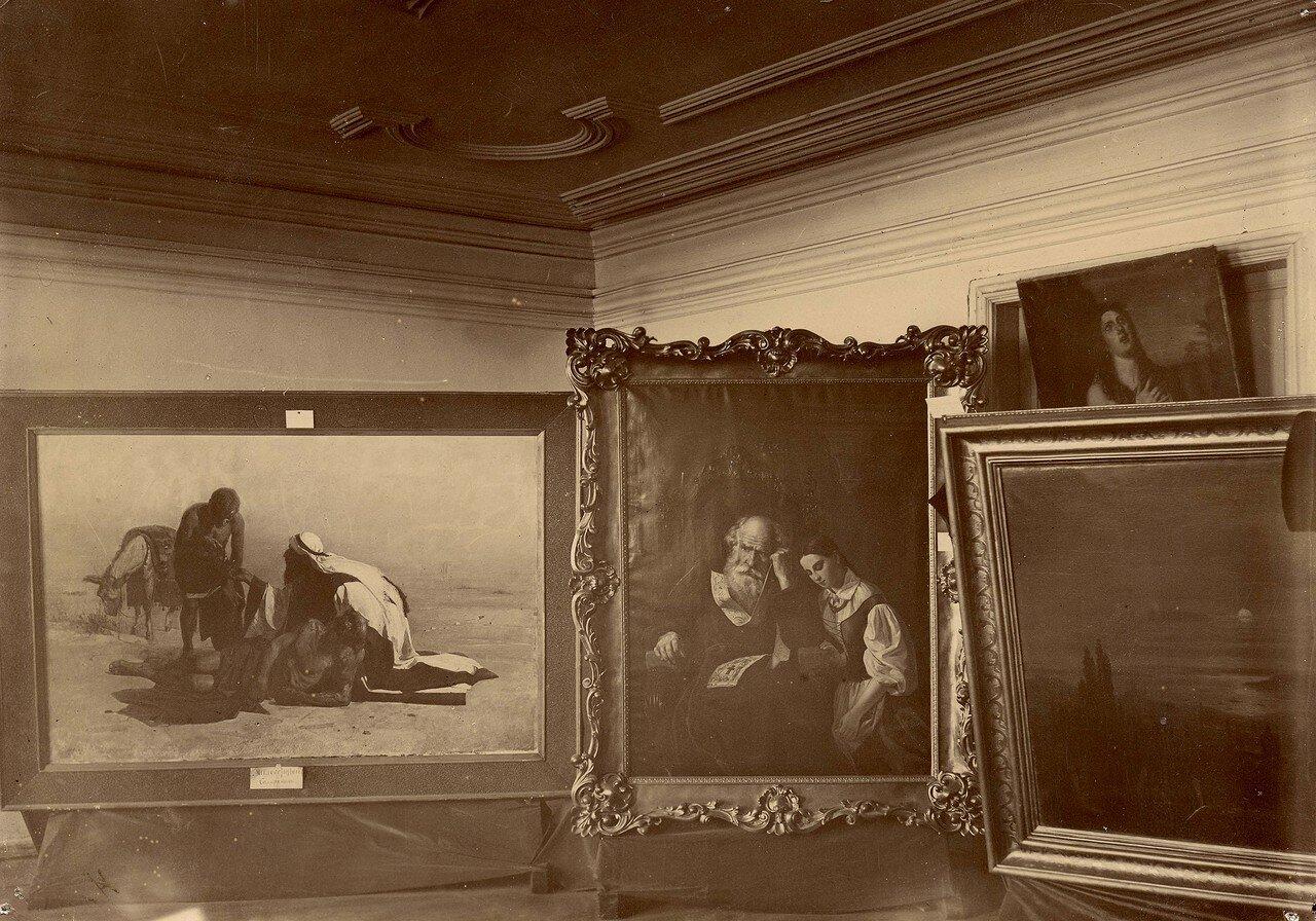 Фрагмент интерьера первой выставки картин в г. Красноярске