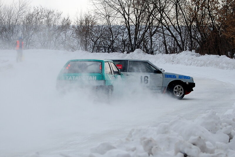 Соревнования по зимним трековым автомобильным гонкам