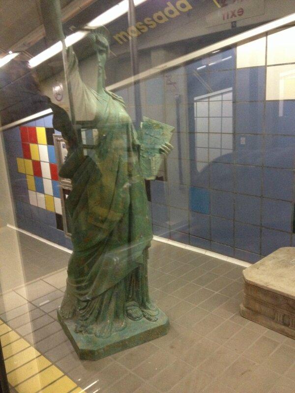 Любовь Лаврова, Путешествие в Израиль, статуя Свободы в метро