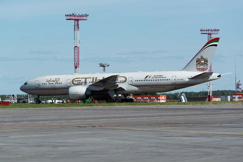 Boeing 777-237/LR (A6-LRC) Etihad D808692