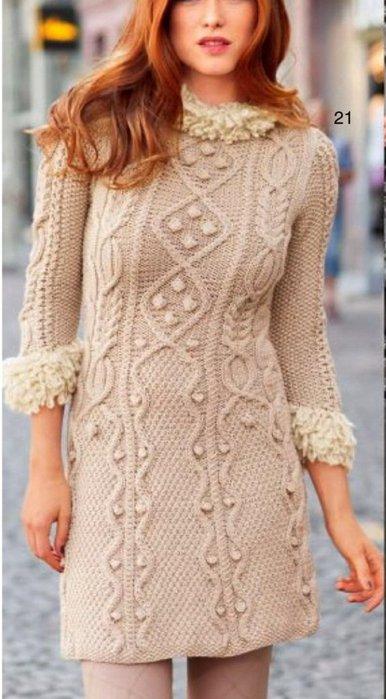 Вязаное платье спицами: модель с рельефным узором с описанием