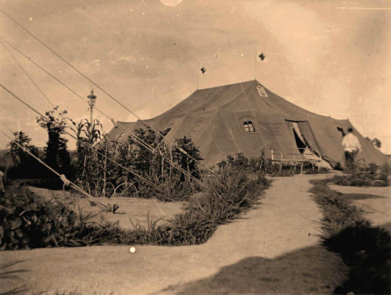 24. Вид одной из палаток полевого лазарета, размещенной в летнее время на 84-й версте