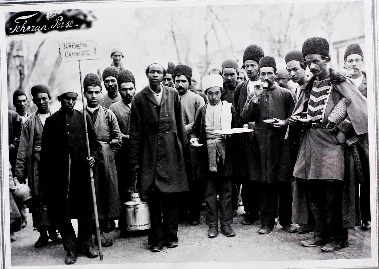 Персидские продавцы шоколада с рекламным плакатом какао ван Хаутена
