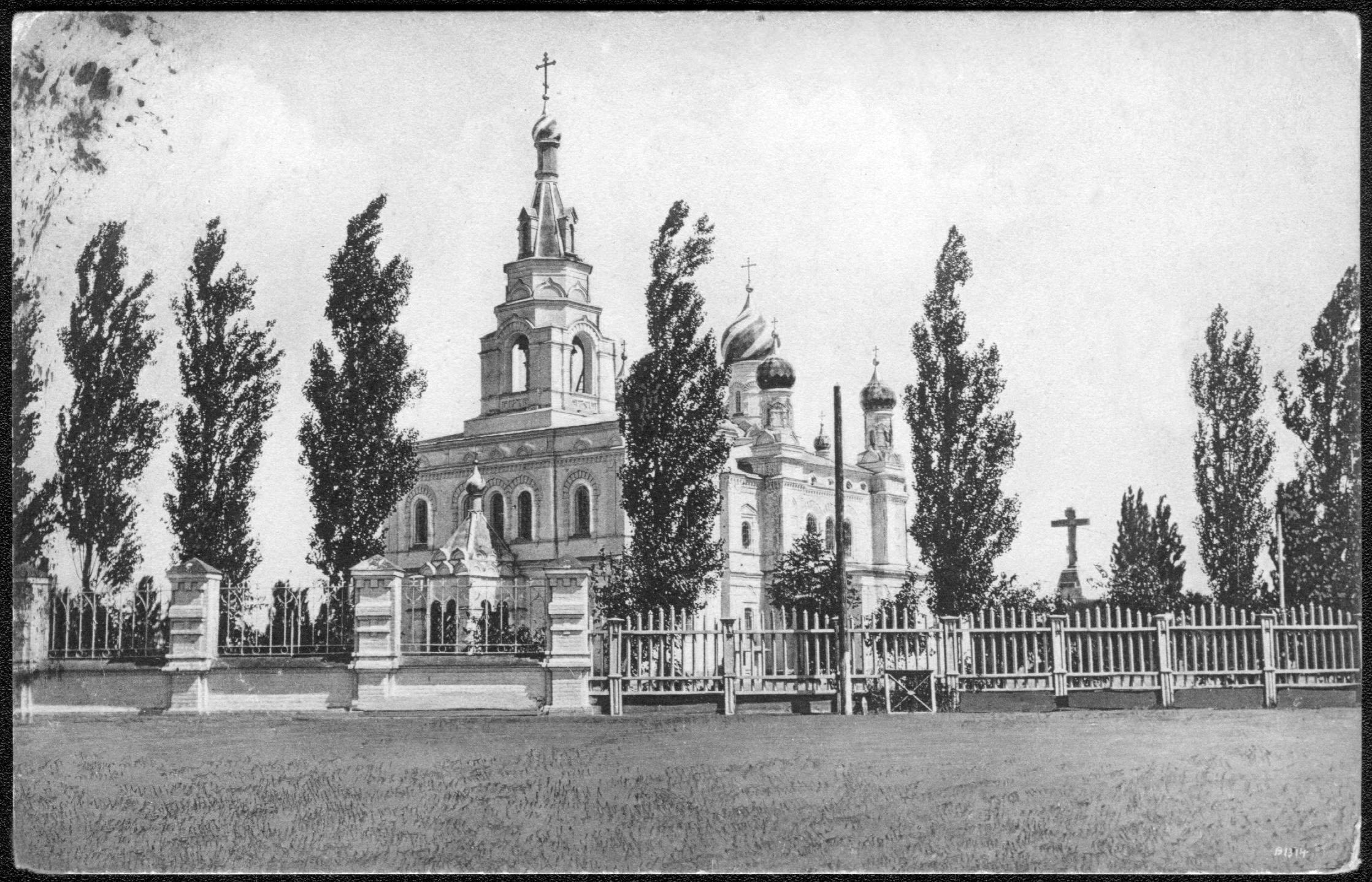 Братская могила и церковь