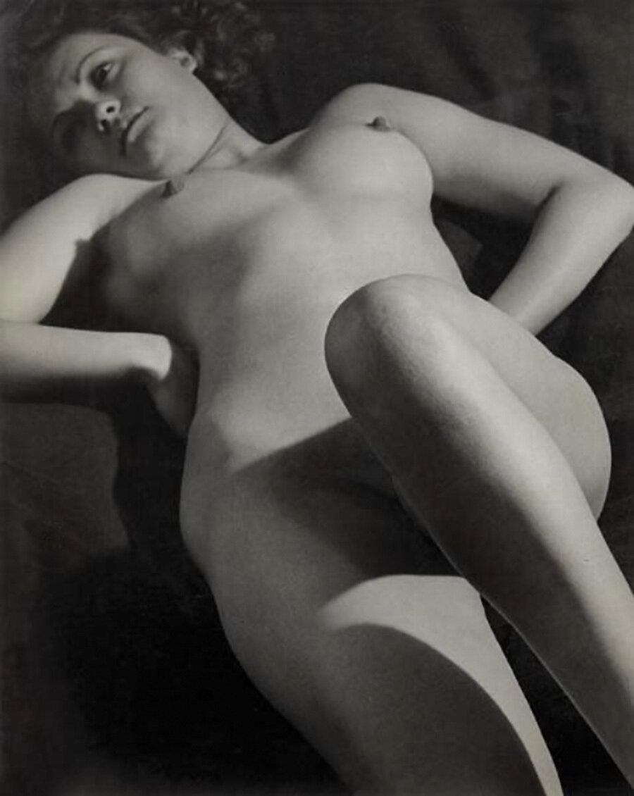 1933. Обнаженная