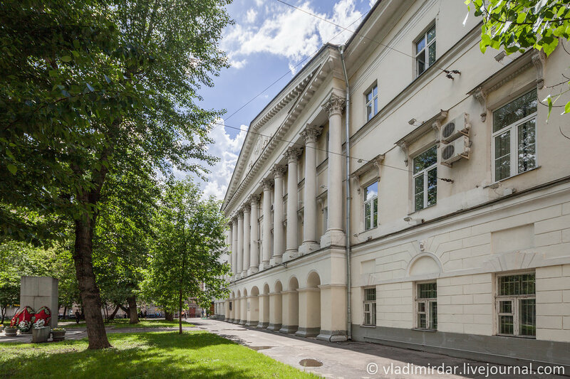 Дом Еропкина (конец XVIII в., архитектор М. Ф. Казаков). Остоженка, 38.