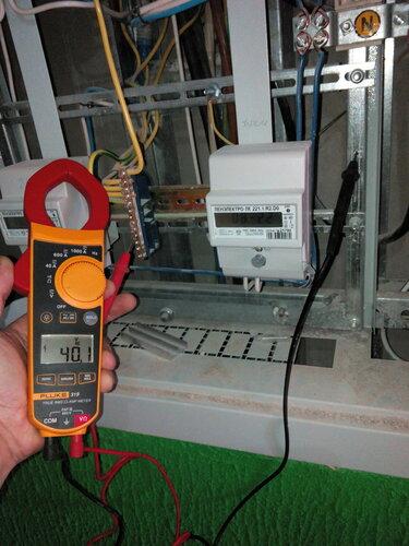 Вызов электрика аварийной службы в квартиру из-за утечки тока на металлические конструкции электрощитов новостройки