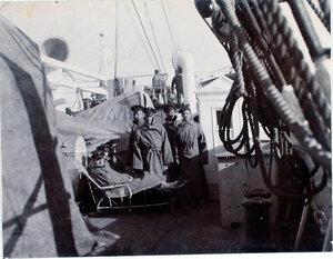 Больные на палубе парохода Царица.