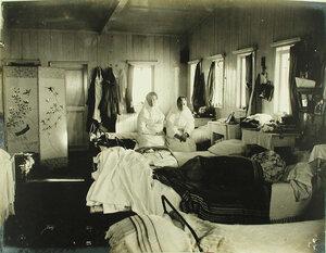 Внутренний вид комнаты сестер милосердия на барже-лазарете имени Ее величества государыни императрицы Марии Федоровны