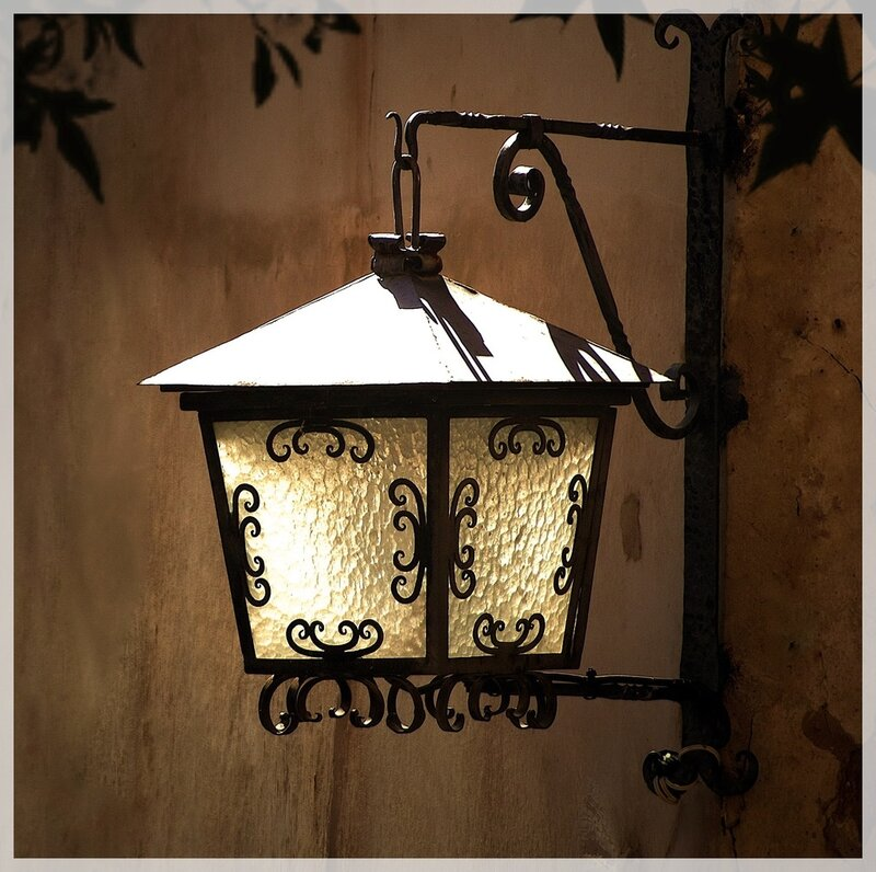 Испанский фонарь