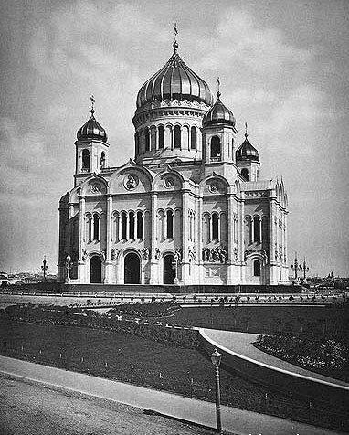 По сравнению с первым Храмом Христа Спасителя, строившимся 50 лет, этот храм был построен всего...