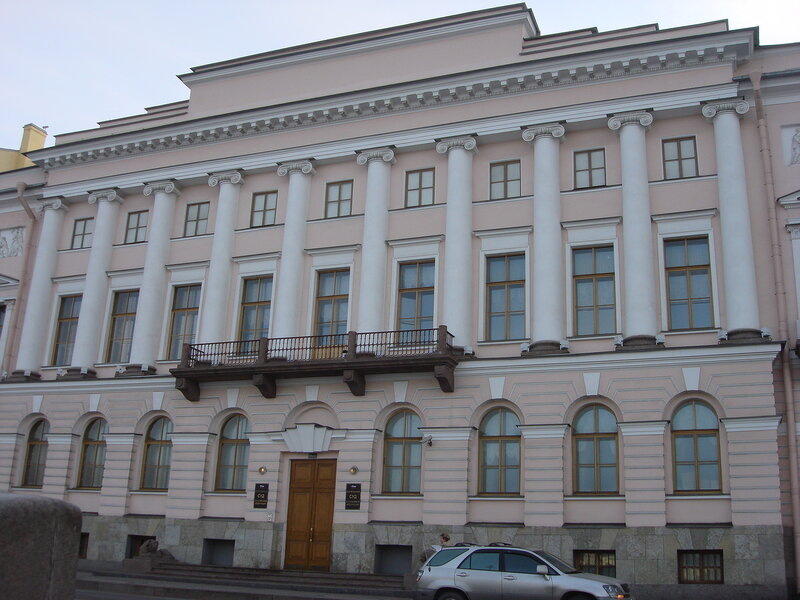 Совет Федерации в среду утвердил на вакантные должности судей Конституционного суда Константина Арановского...