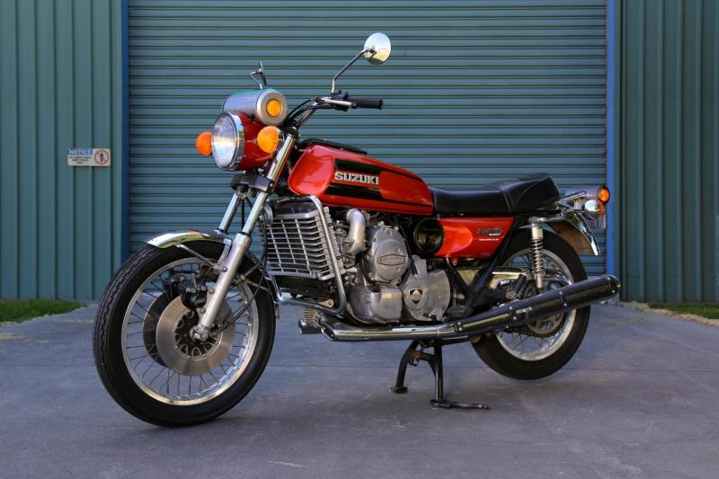 1974-Suzuki-RE5-orange-f45ls.jpg