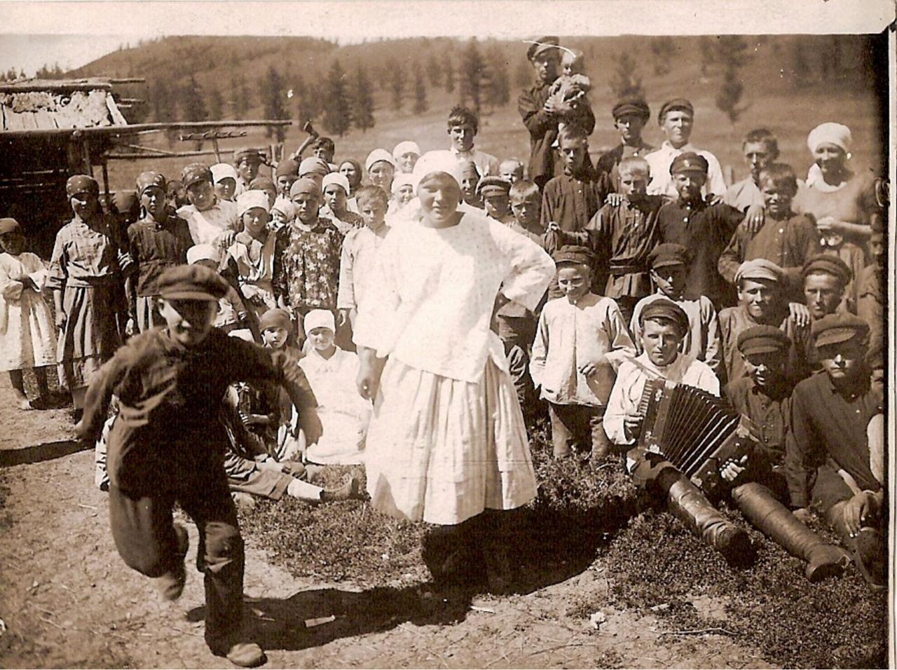1928. Алтай-экспедиция. Воскресенье у русских в Ойротии