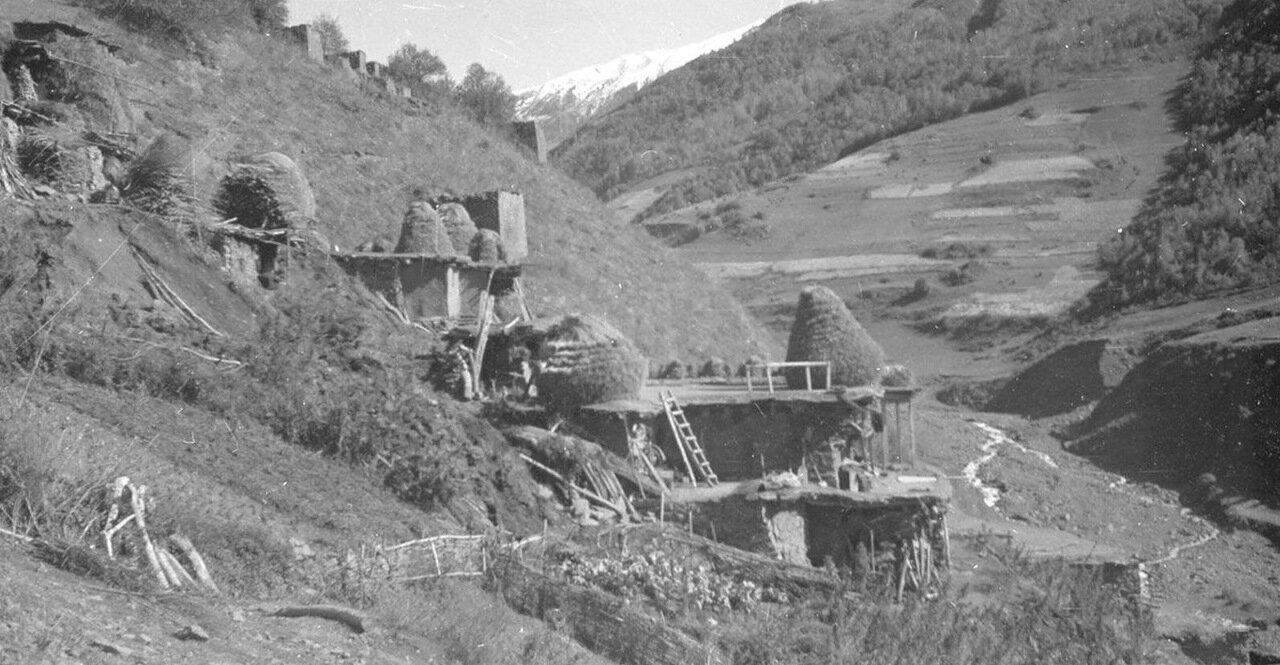 Деревня на склоне холма