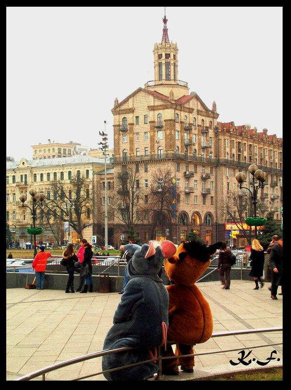 Фотомодели на Майдане Незалежности