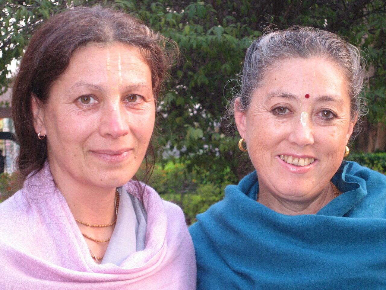 Вриндаван,  парк БиБиТи, матаджи - Тушти деви даси и ученица Шрилы Прабхупады