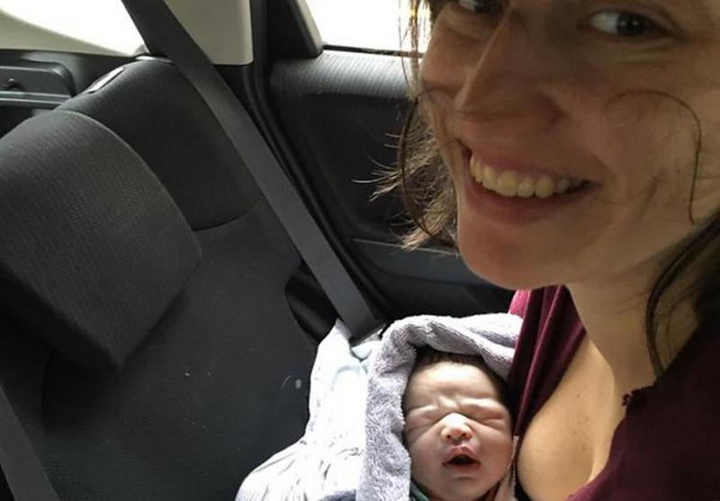 Американка родила на заднем сиденье и попросила у компании новый автомобиль