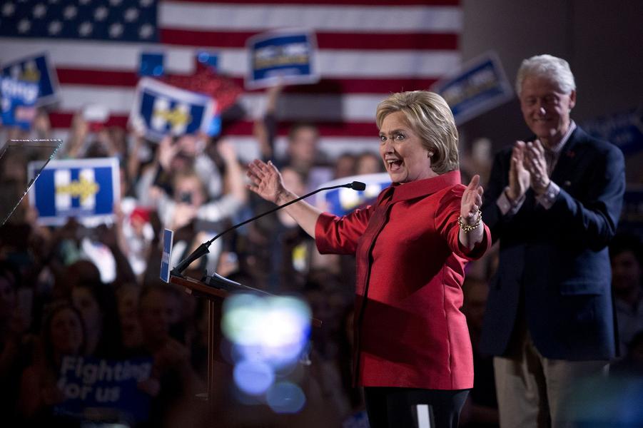 Клинтон, речь в Caesars Palace в Лас-Вегасе 20 февраля 2016 года.png