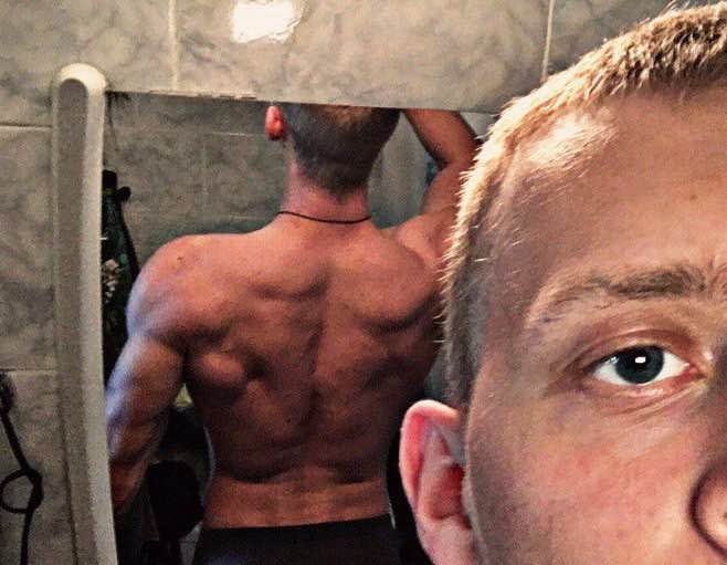 мускулистая спина