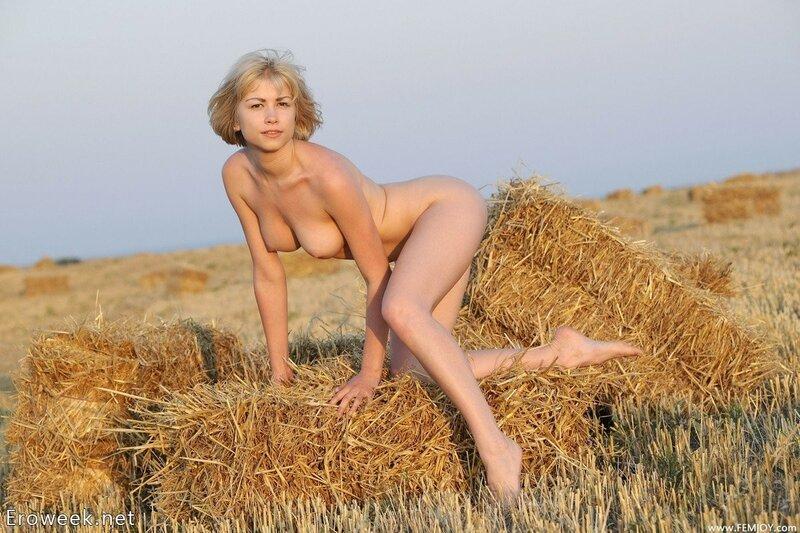 Фото голых баб в поле