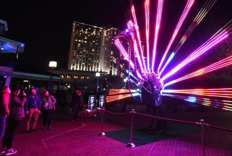 Light City: фотографии красочного фестиваля огней в Балтиморе 0 22c12a a18b7c53 XL