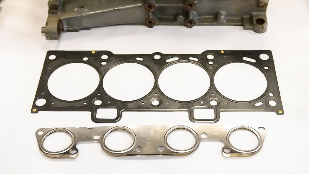 Головка блока цилиндров Головка блока мотора ВАЗ-21179 также весьма похожа на головку базового 16-кл
