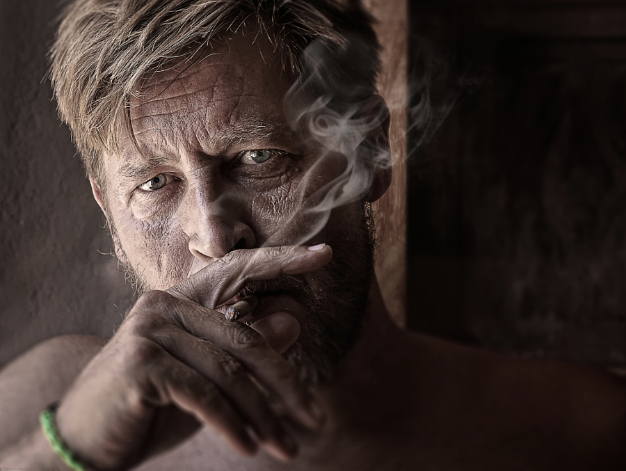 Сигара на закате. Автор фото: Крис Эванс