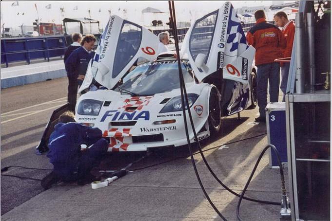 McLaren F1. Автомобиль с двигателем BMW V12. Этот спорткар был создан для опасной езды. Он ра