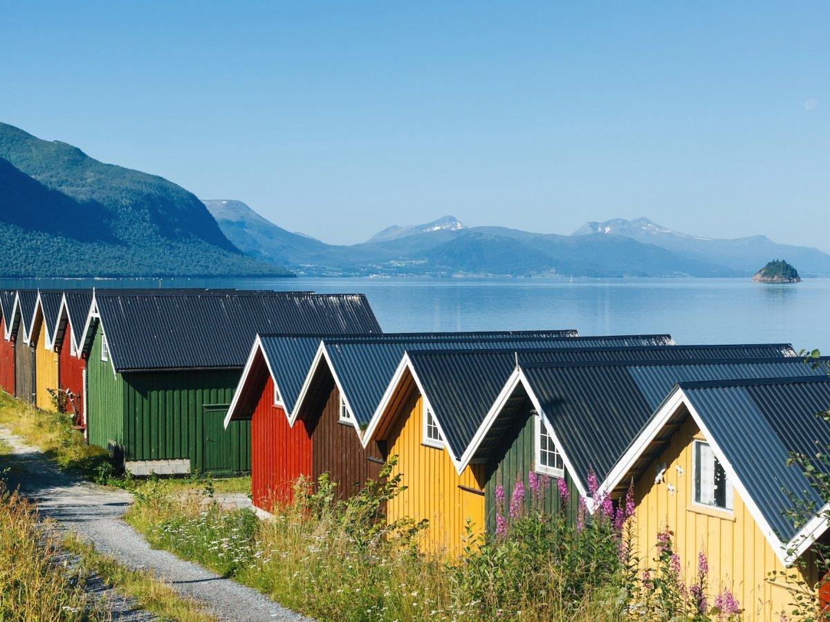 Норвежские фьорды невероятно красивы. Кроме того, страна очень безопасна — об этом говорят все рейти