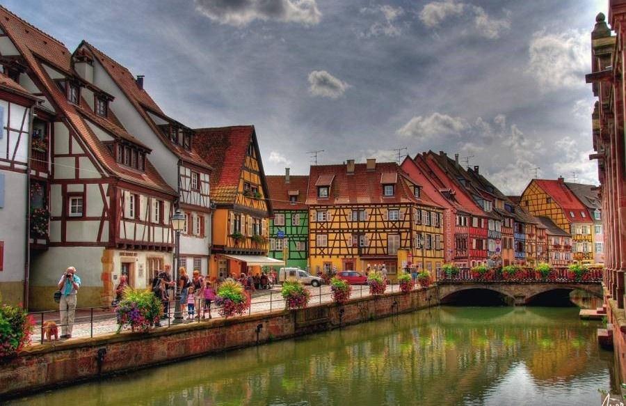 Кольмар— один изсамых красивых городков Эльзаса. Старинные улочки имостовые, домики встиле фахве