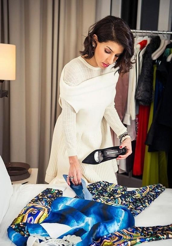 3. Для бутика Дина лично выбирает одежду как среди уже известных европейских дизайнеров и дизайнеров
