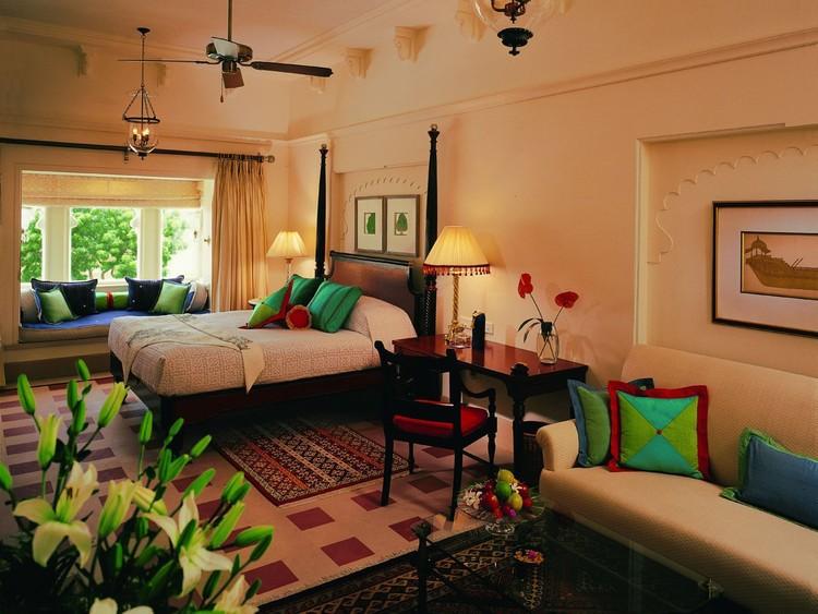 11. Внутри апартаменты просторны и оформлены местным текстилем и предметами индийской культуры.
