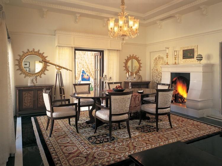 15. В номерах люкс предусмотрены отдельные гостиные.