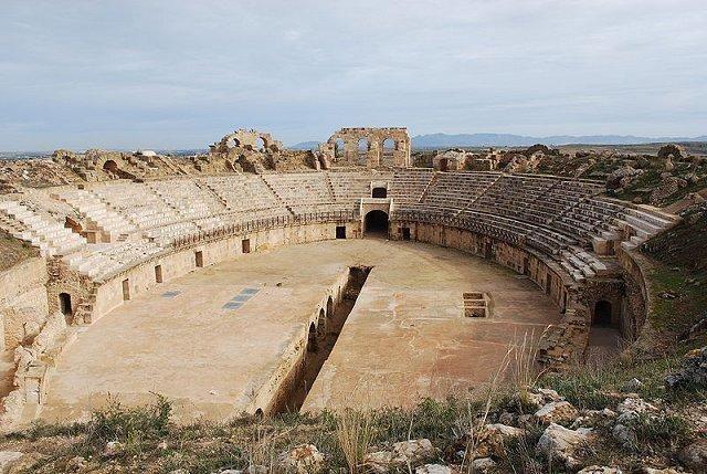 1. Амфитеатр Утина Утина находился на главном маршруте в Карфаген с юга и запада страны и был римско