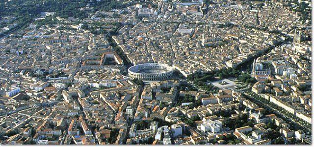 5. Амфитеатр Ниме Амфитеатр в Ниме был построен в конце 1-го века нашей эры и мог вместить 24 тысячи
