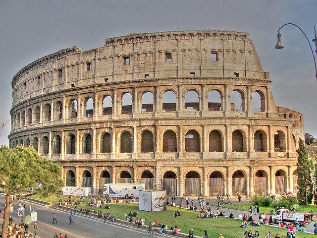 10. Колизей Колизей в Риме является не только самым крупным, но и самым известным амфитеатром в римс