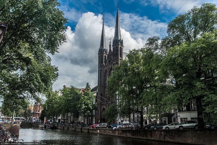 2. Церковь Святого Николая — покровителя города и его жителей, всех путешественников, рыбаков, торго